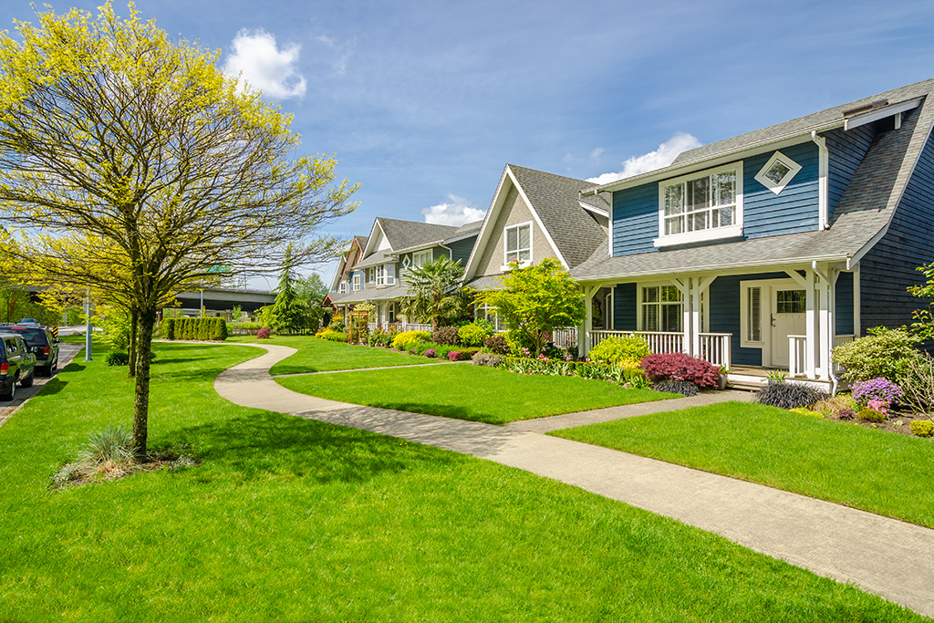 16 Easy Ways to Boost Your Home's Curb Appeal | Moving com