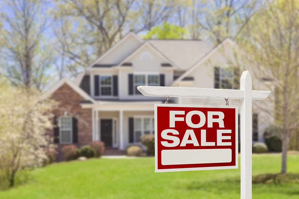 How to Sell a Home and Buy a New One (at the Same Time) | Moving.com