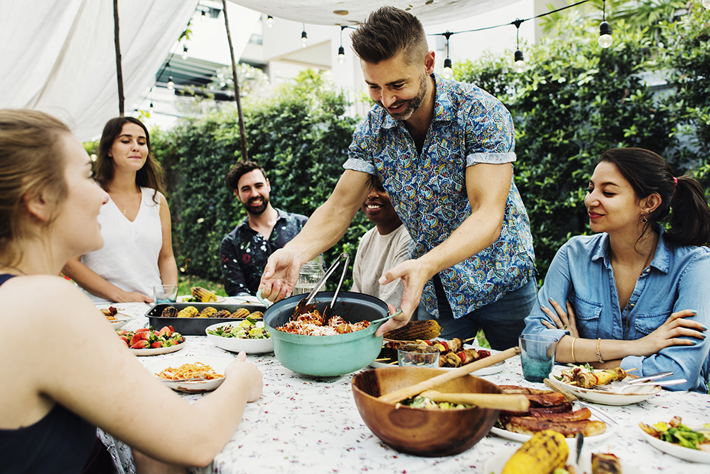 How to Throw a Housewarming Party on a Budget