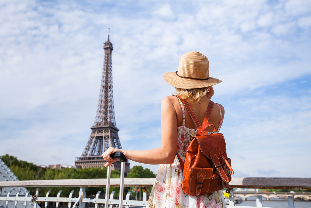 woman with bag in paris