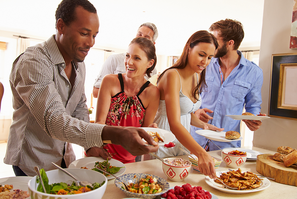 14 Tips to Ace Your Housewarming Party Etiquette