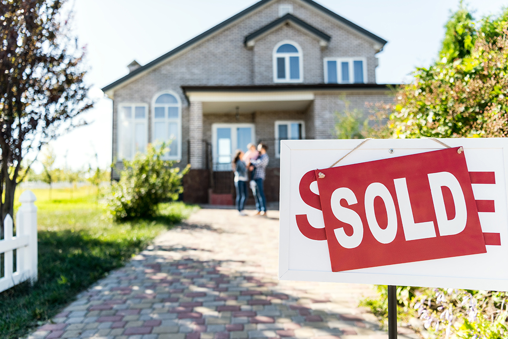 Selling Your House? What to Leave for the Buyers at Closing