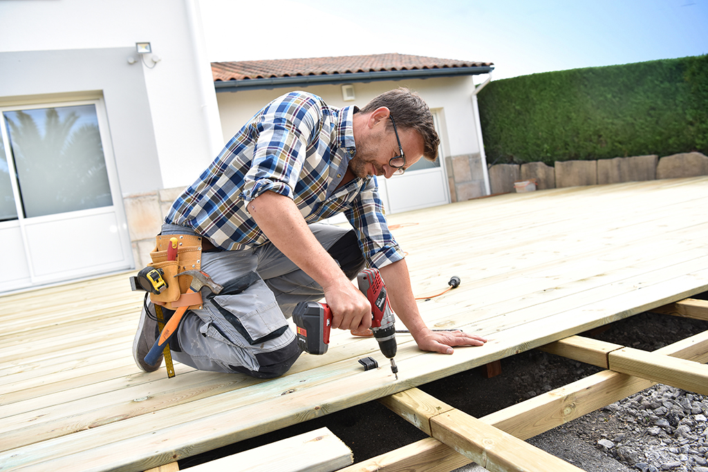 When to Hire a Contractor and When to Do the Work Yourself