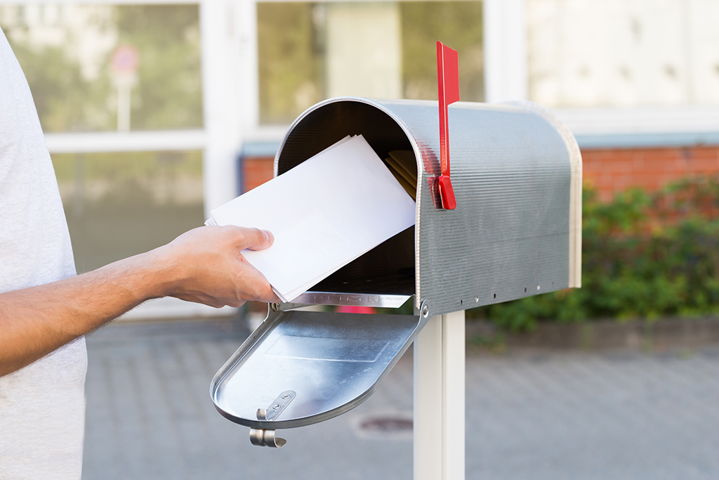 How Long Does USPS Forward Mail?