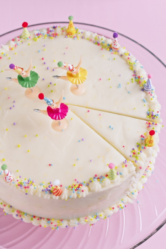one bowl yellow cake with lemon buttercream frosting | movita beaucoup