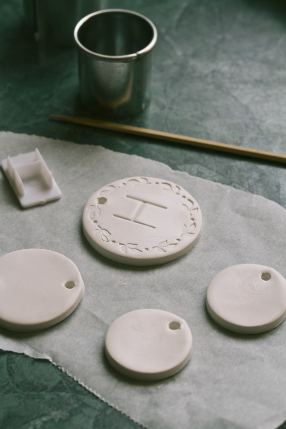diy clay gift tags and ornaments | movita beaucoup