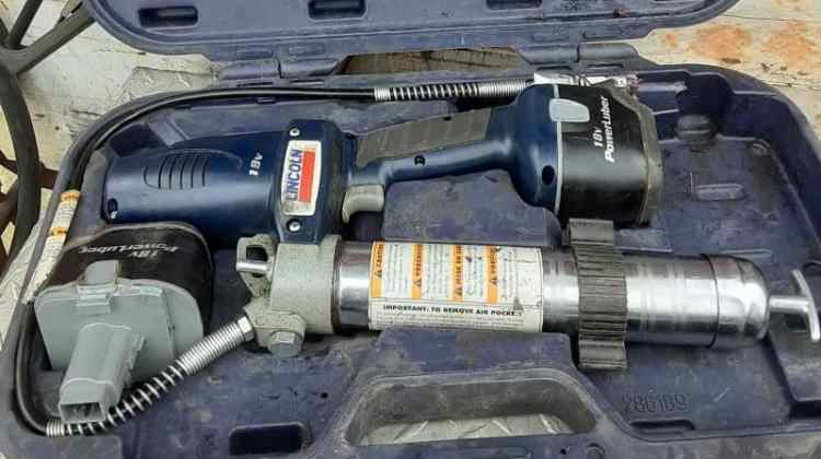 How to Prime a Grease Gun (Step by Step Guide)