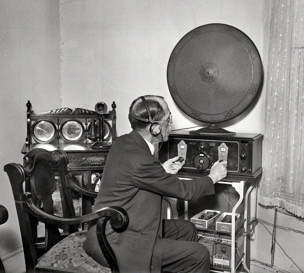 "May-June 1930. Washington, D.C. ""Man with radio."" Or is it the other way around? Harris & Ewing Collection glass negative. Shorpy Historical Photos"
