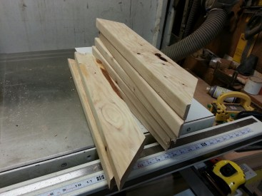 See? All 10 pieces cut. No blood shed in my shop ... after avoiding the staples put in the lumber by the Spawns Of Satan, I wasn't going to have a problem in the workshop.