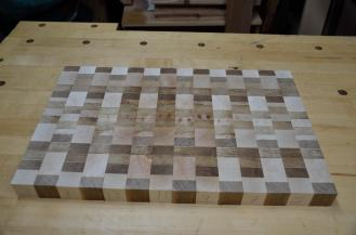 The adjusted pattern with the grain pattern centered on the board.