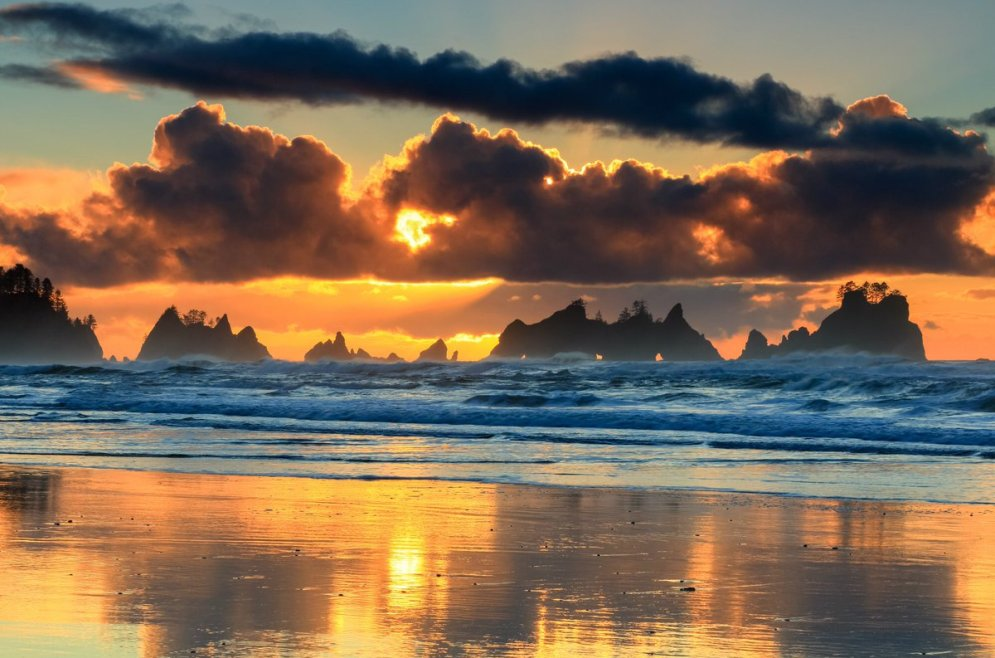 Sunset over Olympic National Park. Photo by Bryan Moore. Tweeted by the US Department of the Interior, 2/10/17.