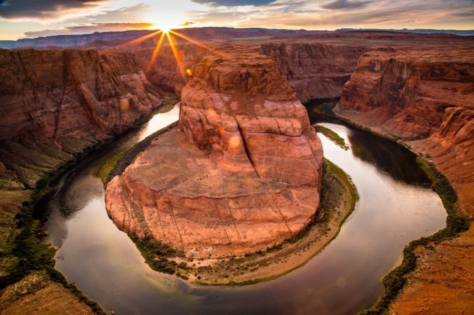 Sunset from one of the most spectacular places in the Southwest: Horseshoe Bend in Arizona's Glen Canyon National Recreation Area. Photo by Sahan Gamage. Tweeted by the US Department of the Interior, 1/27/16.
