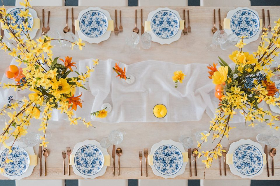 overhead wide shot of summer in italy table design by moxie bright events