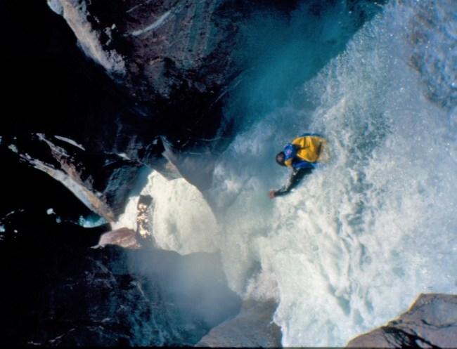 Pirineo Aragonés, años 90: Descenso Barranco Gorgol en riada. Foto: Mayayo.