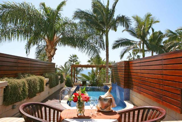 Лучшие номера с личным бассейном на Кипре