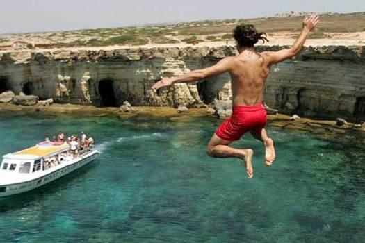 прыжки со скал на мысе Греко