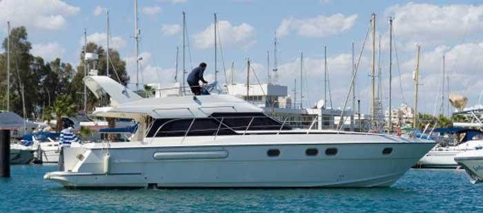 снять яхту в Ларнаке sun quest 44