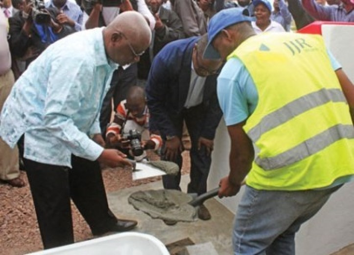 President Armando Guebuza lays the foundation stone for the construction of the Moamba-Major dam on the Incomati River