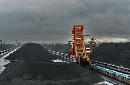 A coal storage area at the port of Qinhuangdao. (Photo º Xinhua)