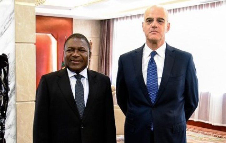 Mozambique President, Felipe Nyusi (left), ENI CEO, Claudio Descalzi (right)