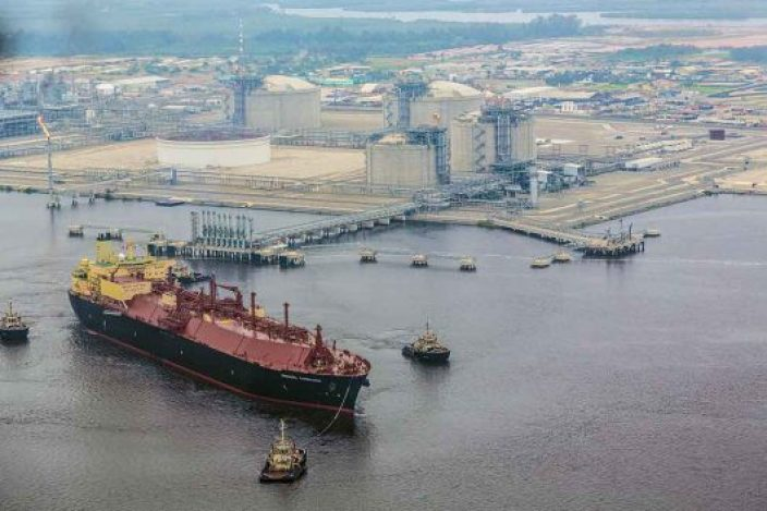 Angola-LNG-to-ship-cargo-in-May-Chevron-CEO-says-530x353
