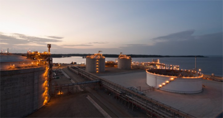angola-lng-soyo-tanks-at-dusk