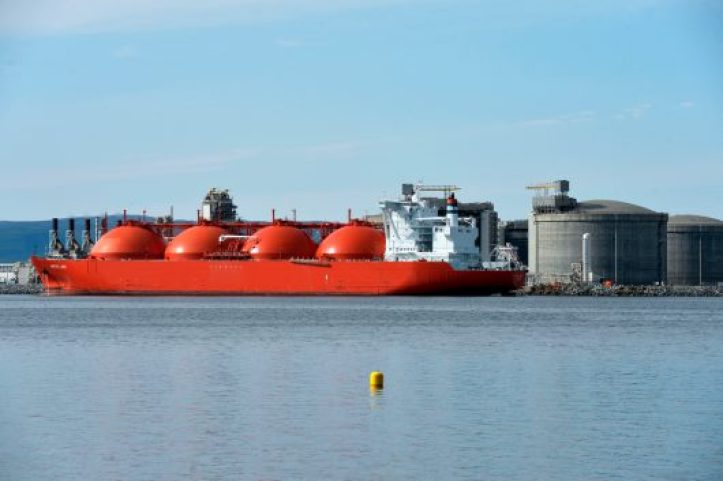 china-headed-for-natural-gas-importer-top-spot-by-2019-530x353