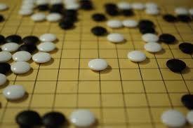 Umělá inteligence poprvé porazila šampiona hry GO