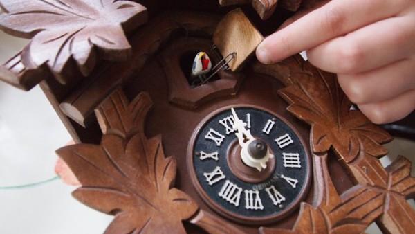 Hlavolam na měření času Kukačkové hodiny