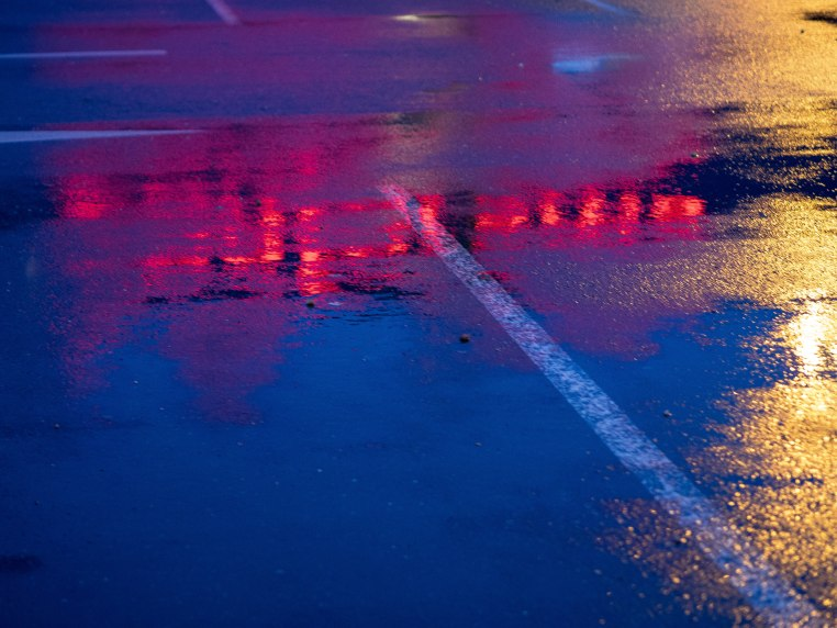 """""""C'est bon de changer"""" Photo lumineuse. Jeu de reflet lié à l'eau."""