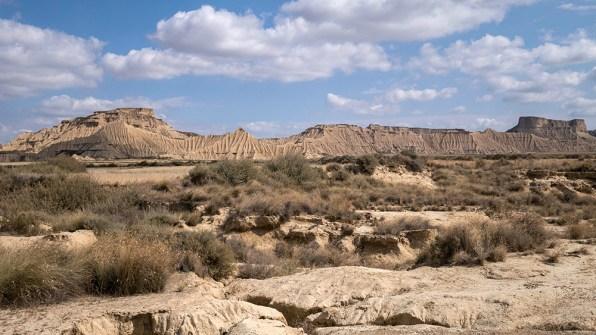 El Rallon ... des collines façonnées par une érosion intense.