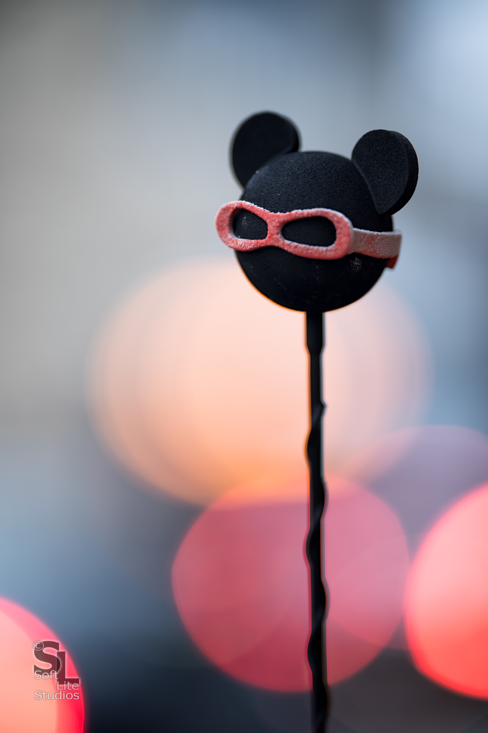 Follow Mickey. Copyright 2017, Tim Neumann (ISO 400, 1/200 @ f/1.8 - Canon 5D Mark IV, Sigma 135mm F1.8 DG HSM | A)