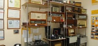 Житель Луцка собрал более сотни винтажных радио