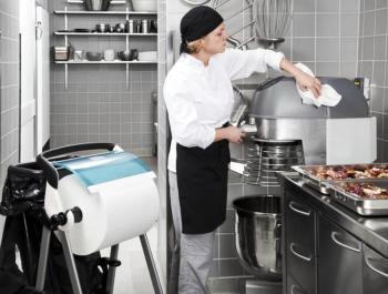 Уборка на предприятиях общественного питания является необходимым процессом. Для этого используются дезинфицирующие и моющие средства. Без них не обойтись при влажной уборке помещений