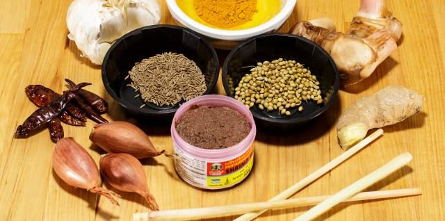 Zutaten gelbe Currypaste