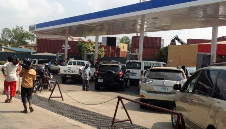 Mobil filling station