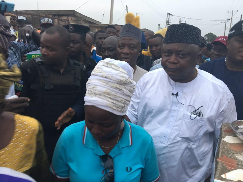 Ogun PDP Candidate, Ladi and Atiku Donate Transformer to Community in Ota (Photos)