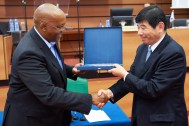 Commissioner Magashula accepts award from WCO Chairperson