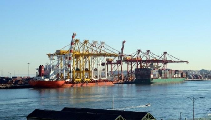 Crane ship berth (450x300).jpg