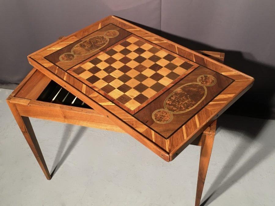 table a jeux tric trac signe hache