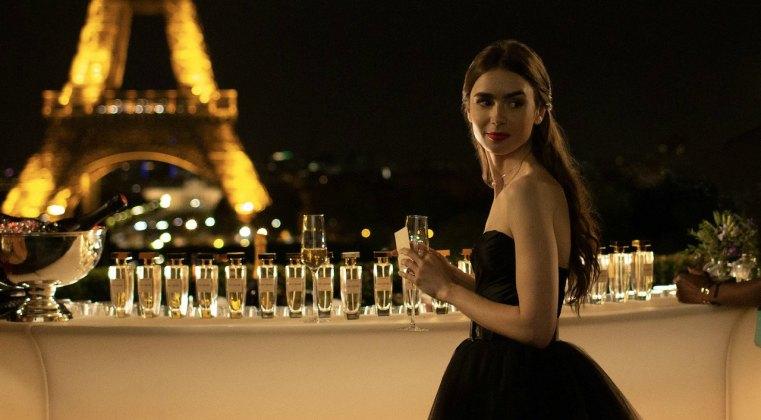Emily in Paris: Netflix si prende la serie di Darren Star con Lily Collins