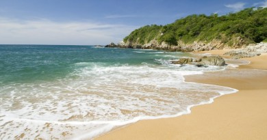 Visita las Bahías de Huatulco y enamórate de sus playas extraordinarias.