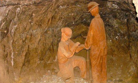 Escultura a los mineros en Mina El Edén