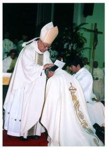 郡山司教叙階式の「按手」