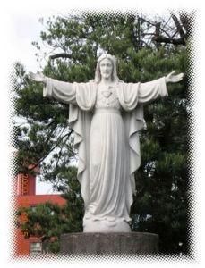 司教館前庭のキリスト像