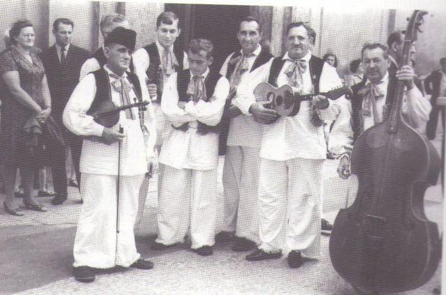 S lijeva na desno: Vid Kovačić Vujec, Franjo Cvetnić Esperant, Antun Galeković Tona – plesač, Drago Bartolin – plesač, Drago Crnić, Franjo Galeković Štruca, Josip Galeković Pimpek
