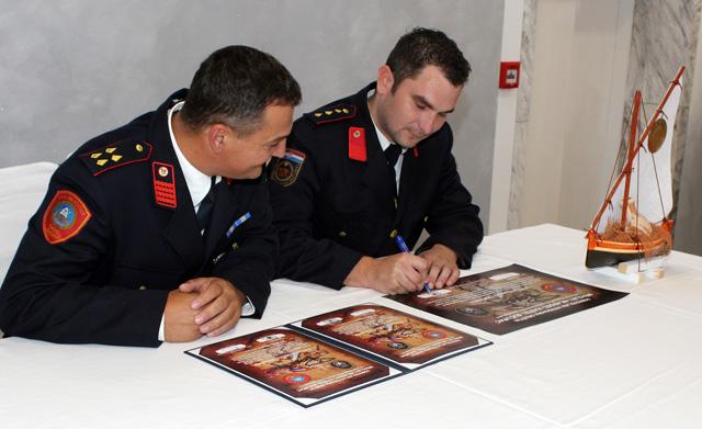 Predsjednik DVD-a Mladost Ljubiša Musinov i zapovjednik DVD- Mraclin Lovro Posavec potpisuju povelju o prijateljstvu i suradnji