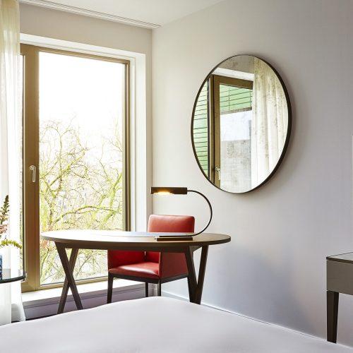 Hyatt-Regency-Amsterdam-Standard-Room-Workspace