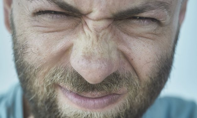 Reflux gastriques, remontées acides : que faire ?