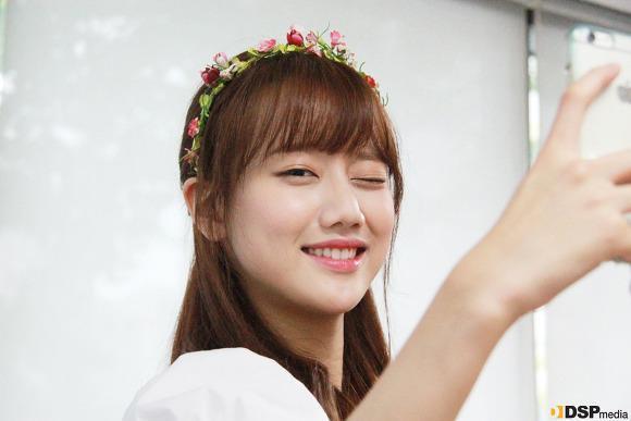 Image 486459ab8607274ce279d711790d9d31 in post 11 thần tượng Kpop xinh đẹp của Hàn Quốc sinh năm 1999